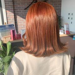 外ハネ 切りっぱなし オレンジカラー ミディアム ヘアスタイルや髪型の写真・画像