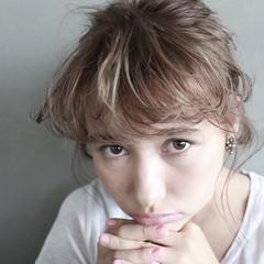 外国人風 大人かわいい グレーアッシュ ミディアム ヘアスタイルや髪型の写真・画像