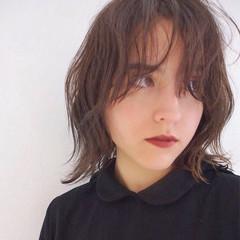 暗髪 抜け感 レイヤーカット アッシュ ヘアスタイルや髪型の写真・画像