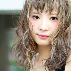 ワイドバング ミディアム ガーリー ピュア ヘアスタイルや髪型の写真・画像