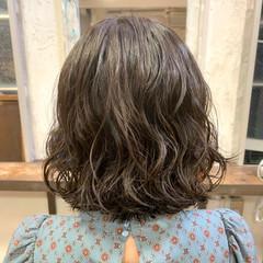 外ハネボブ 切りっぱなしボブ ボブ ゆるふわパーマ ヘアスタイルや髪型の写真・画像