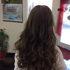 ロング オリーブアッシュ アッシュグレージュ アッシュ ヘアスタイルや髪型の写真・画像