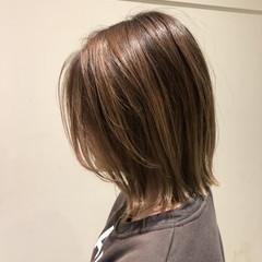 グレージュ ボブ 外ハネ ナチュラル ヘアスタイルや髪型の写真・画像