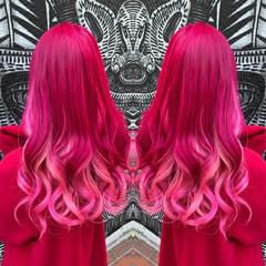 ロング ハイトーンカラー インナーピンク フェミニン ヘアスタイルや髪型の写真・画像