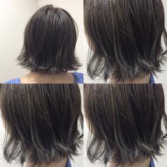 ガーリー グレージュ 切りっぱなし 外ハネ ヘアスタイルや髪型の写真・画像