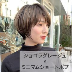 インナーカラー ショート ナチュラル 大人ハイライト ヘアスタイルや髪型の写真・画像