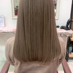 ラベンダーカラー ミルクティーベージュ ヌーディベージュ ブリーチカラー ヘアスタイルや髪型の写真・画像