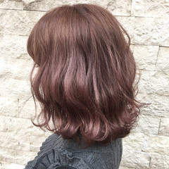 ミディアム パープル ピンク フェミニン ヘアスタイルや髪型の写真・画像