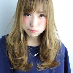 ハイライト セミロング ハイトーン 前髪あり ヘアスタイルや髪型の写真・画像