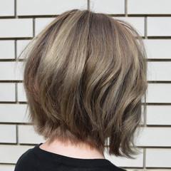 外国人風 ラベンダーアッシュ 外ハネ ボブ ヘアスタイルや髪型の写真・画像