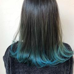 ブルー エメラルドグリーンカラー モード ダブルカラー ヘアスタイルや髪型の写真・画像