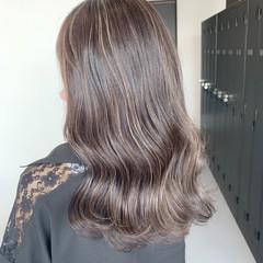 デザインカラー コントラストハイライト グレージュ フェミニン ヘアスタイルや髪型の写真・画像