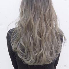 アッシュ ロング ダブルカラー グレージュ ヘアスタイルや髪型の写真・画像