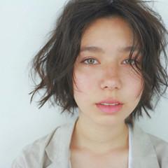 パーマ ナチュラル くせ毛風 暗髪 ヘアスタイルや髪型の写真・画像