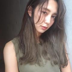 カーキアッシュ エフォートレス フェミニン オリーブアッシュ ヘアスタイルや髪型の写真・画像