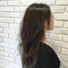 セミロング 外国人風 ストリート グレージュ ヘアスタイルや髪型の写真・画像