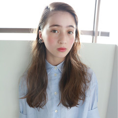 外国人風 ハイトーン 大人かわいい ゆるふわ ヘアスタイルや髪型の写真・画像