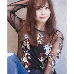 ロング ミルクティー 艶髪 ナチュラル ヘアスタイルや髪型の写真・画像