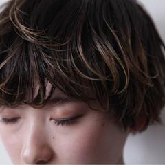 アッシュ モード ブリーチ ショート ヘアスタイルや髪型の写真・画像