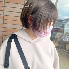 切りっぱなしボブ インナーカラー ショート ミニボブ ヘアスタイルや髪型の写真・画像