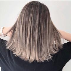 ピンクベージュ エレガント ミディアム ミルクティーベージュ ヘアスタイルや髪型の写真・画像