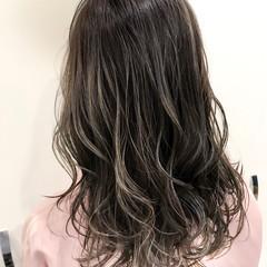 外国人風 グラデーションカラー バレイヤージュ ナチュラル ヘアスタイルや髪型の写真・画像