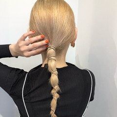 ロング ハイトーン 紐アレンジ ローポニー ヘアスタイルや髪型の写真・画像