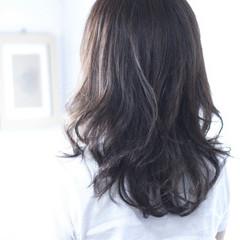 ネイビー セミロング ネイビーアッシュ ネイビーカラー ヘアスタイルや髪型の写真・画像