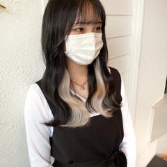 インナーカラーホワイト 艶髪 インナーカラー ミディアム ヘアスタイルや髪型の写真・画像