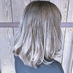 ふわふわ ナチュラル グレージュ グラデーションカラー ヘアスタイルや髪型の写真・画像