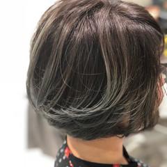 ショートボブ ショートヘア ナチュラル カーキアッシュ ヘアスタイルや髪型の写真・画像