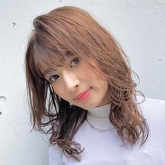 ベージュ セミロング フェミニン 韓国風ヘアー ヘアスタイルや髪型の写真・画像