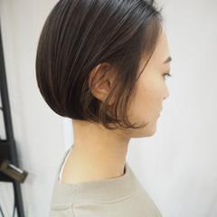 ショートボブ ナチュラル 切りっぱなしボブ インナーカラー ヘアスタイルや髪型の写真・画像