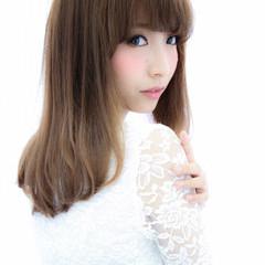 ミディアム フェミニン 艶髪 ナチュラル ヘアスタイルや髪型の写真・画像