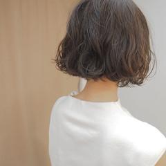 リラックス 切りっぱなし イルミナカラー パーマ ヘアスタイルや髪型の写真・画像