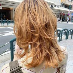 ミディアム ウルフカット ニュアンスウルフ ナチュラル ヘアスタイルや髪型の写真・画像