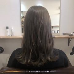 グレージュ ナチュラル 透明感 ブリーチ必須 ヘアスタイルや髪型の写真・画像