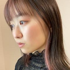 セミロング ナチュラル可愛い インナーカラー ナチュラル ヘアスタイルや髪型の写真・画像