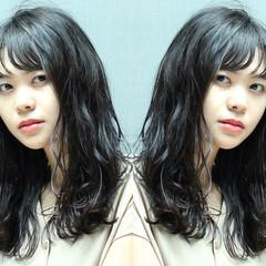 アンニュイ ロング フェミニン ウェーブ ヘアスタイルや髪型の写真・画像