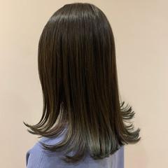 外ハネ ミディアム ショートヘア 大人可愛い ヘアスタイルや髪型の写真・画像