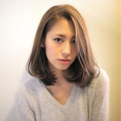 外国人風 フェミニン ミディアム ナチュラル ヘアスタイルや髪型の写真・画像