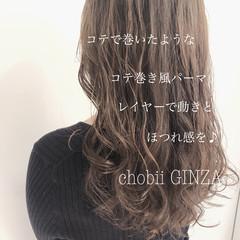 グレージュ ゆるふわパーマ フェミニン ヘアスタイル ヘアスタイルや髪型の写真・画像