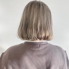 ナチュラル 透明感カラー ホワイトベージュ ブリーチオンカラー ヘアスタイルや髪型の写真・画像