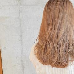 ナチュラル オリーブグレージュ グレージュ ミルクティーグレージュ ヘアスタイルや髪型の写真・画像