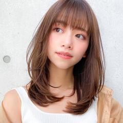 レイヤーカット レイヤー 小顔 ミディアムレイヤー ヘアスタイルや髪型の写真・画像