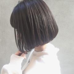 ミニボブ フェミニン 切りっぱなしボブ ショートボブ ヘアスタイルや髪型の写真・画像