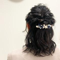 ナチュラル 結婚式ヘアアレンジ ヘアアレンジ ふわふわヘアアレンジ ヘアスタイルや髪型の写真・画像