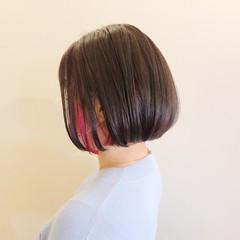切りっぱなしボブ インナーカラー モード ミニボブ ヘアスタイルや髪型の写真・画像