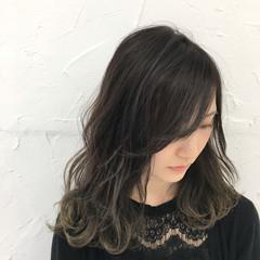 冬 ストリート 暗髪 アッシュ ヘアスタイルや髪型の写真・画像