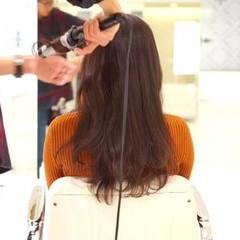 暗髪 ナチュラル 波ウェーブ ロング ヘアスタイルや髪型の写真・画像